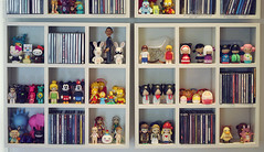 tiny toys shelf (r e n a t a) Tags: cute toys doll kubrick hellokitty tofu hobby shelf collection momiji kawaii iloveyou thesimpsons blythe cds boneca obama bearbrick dunny brinquedos estante lisasimpson unazukin tinytoys rabbid