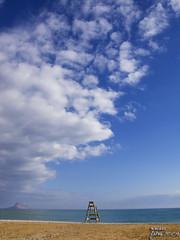 Vigilant el mn sencer (Maisse) Tags: sea sky beach clouds relax mar playa cel cielo nubes platja nvols ifach albir pen penyal penyaldifach