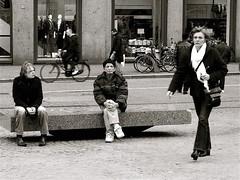 CONTACT (Akbar Simonse) Tags: street people urban bw woman holland men netherlands amsterdam bench sitting zwartwit candid thenetherlands streetphotography streetshot dedam stadsarchief 200000000stagelovers akbarsimonse
