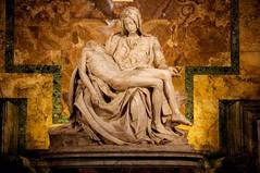 La Piet (Felpa_Boy) Tags: roma eos italia maria michelangelo sanpietro marzo piet ges 5photosaday kartpostal 40d