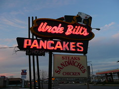 St. Louis, MO Uncle Bill's Pancakes sign (army.arch) Tags: sign restaurant neon bills saintlouis stlouismissouri pancakehouse