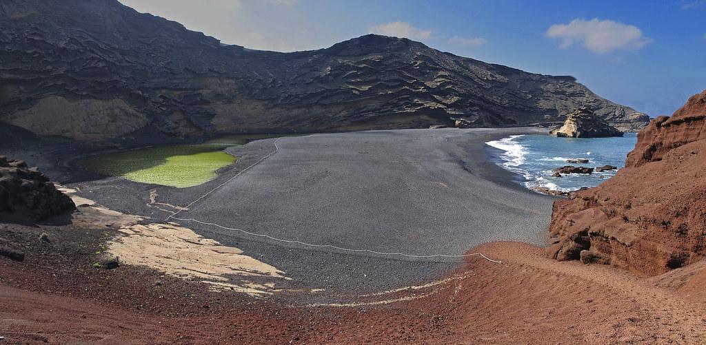 Un cráter en la playa