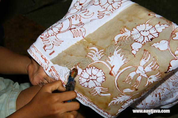 The Making Of Batik Gedog East Java, Indonesia. A Tropical - 600x400 ...