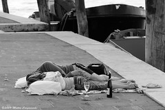 Venice romance (Teone!) Tags: venice sleeping blackandwhite italy bottle couple italia wine sleep bn lovers romantic venezia sonno soe romantico biancoenero vino bicchiere coppia laying veneto bottiglia giudecca innamorati calice distesi abigfave platinumphoto anawesomeshot citrit addormentati goldstaraward