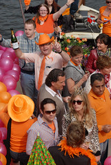 2009 04 30_7456e (Enrico Webers) Tags: street party orange holland netherlands dutch amsterdam canal day nederland canals queens nl straatfeest 2009 ams grachten oranje 200904 queensday niederlande gracht koninginnedag streetparty vrijmarkt 30april grachtengordel