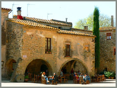 Sunny morning (angelsgermain) Tags: morning houses sun stone square restaurant arches catalonia catalunya monells baixempord theunforgettablepictures flickrestrellas plaajaumei
