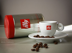 Illy coffee - morning delight (mazsola) Tags: red brown white coffee caf metal photoshop canon photography eos grey photo cafe bean illy retouch 1740 cofe digitalretouch supershot flickrsbest mazsi 40d platinumphoto infinestyle goldstaraward mazsola ashowoff doramakszy makszydra