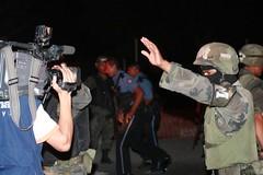 soldados golpean periodistas 6