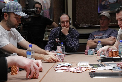 2859 Daniel Negreanu Moves All In vs Erik Seidel