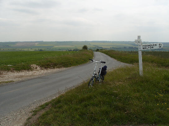 Looking back after the gentle climb out of Wold Newton