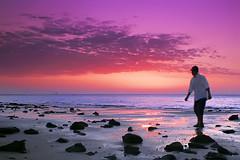 (Twilight) (YOUSEF AL-OBAIDLY) Tags: sunset colors twilight niceshot colours kuwait soe غروب yousef الكويت كويت ألوان مركزالعملالتطوعي teacheryousef يوسفالعبيدلي ألوانالغروب