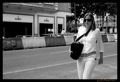 Street Photography, Centro, Madrid, España (publikaccion.es) Tags: madrid street urban bw españa white black blanco 35mm photography spain nikon negro centro creative commons bn cc urbana 2009 urbe urbanita d80 sauvette publikaccion