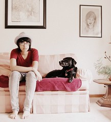 (SHIYA) Tags: dog self jasper livingroom explore sofa blacklab 24 fedora
