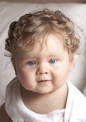 Pablo, pelo rizo sin peinar, mirada azul (briveira) Tags: baby blueeyes nio ojosazules briveiracom