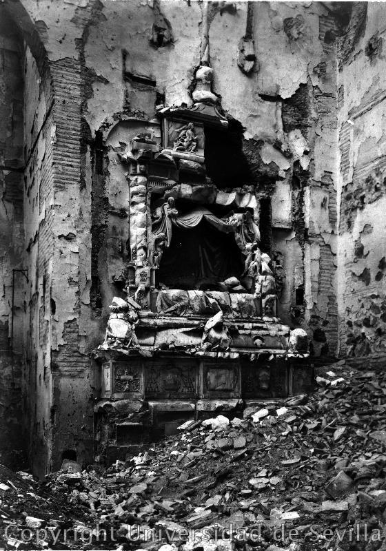 Sepulcro de Fray Francisco Ruiz (Obispo de Ávila) en el desaparecido Convento de San Juan de la Penitencia (Toledo) a finales del siglo XIX. Fotografía tomada el 8 de mayo de 1938 por José María González-Nandín y Paúl . Fototeca de la Universidad de Sevil