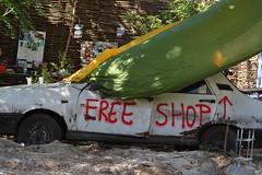 Free Shop (Catalin Pruteanu) Tags: street june shop canon arthur strada free verona romania delivery bucharest bucuresti iunie dacia canon70300 pictor arthurverona canon400d streetdelivery