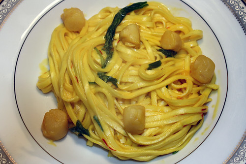 Meat-Free Friday: Linguine with Scallops and Saffron Cream Sauce 1