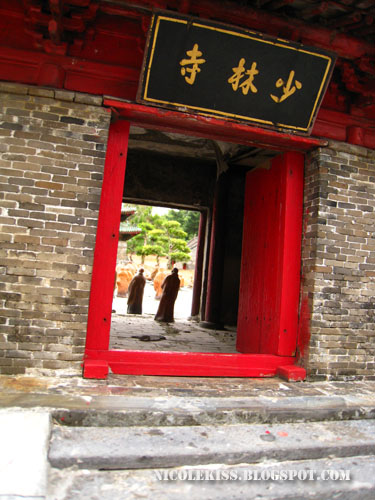 shaolin temple entrance side view