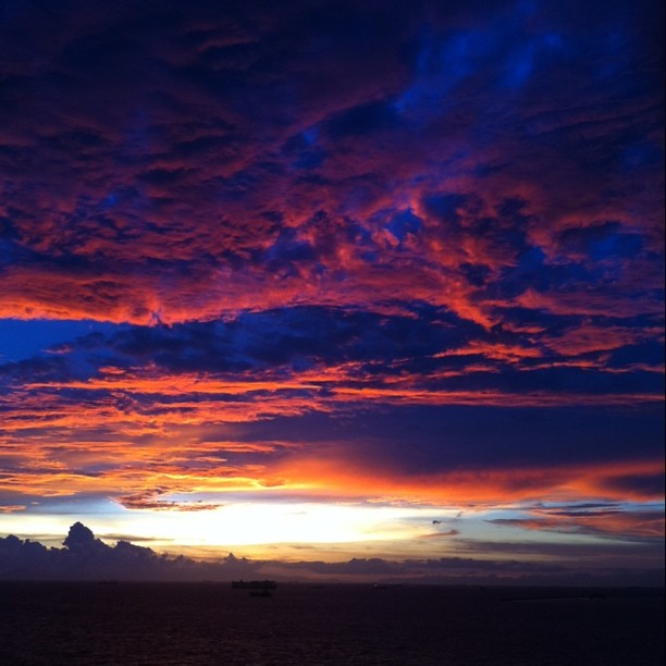 Reposting: This was tonight's sunset in Manila Bay, from Sofitel.
