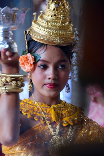 beautiful girl at angkor wat