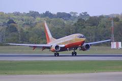 Southwest Airlines Boeing 737-7H4 N768SW (Flightline Aviation Media) Tags: southwest airplane airport nashville aircraft aviation jet boeing airlines 737 canond30 stockphoto bna 737700 kbna 7377h4 n768sw bruceleibowitz