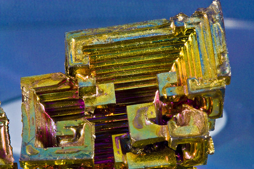 Cristal de Bismuto dorado