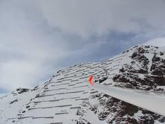 Lawinensicherung (Roland Henz) Tags: schweiz tessin 2009 kabel luftbild ambri gebirge leitungen fliegen luftaufnahme segelfliegen schutz segelflug lawinenschutz alpensegelflug gebirgsflug lawinen 31032009 lawinenhang