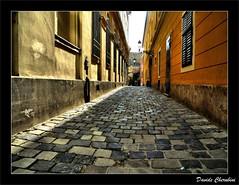 Budapest, Una Via di Buda (Davide Cherubini) Tags: street strada budapest perspective frontpage rs buda prospettiva blueribbonwinner cherubini infinestyle flickrdiamond dcherubini dárda davidecherubini thedantecircle oracosm dárdautca