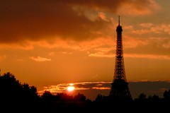 Sunset Behind The Eiffel Tower (Rudy  VEGA) Tags: lighting tr