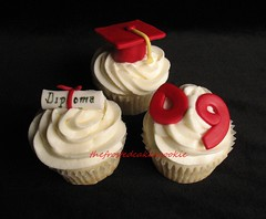 Tuesday Toppers: Graduation (jewelsb78(thefrostedcakencookie)) Tags: red cupcakes diploma graduation 09 tassle fondant graduationcap tuesdaytoppers