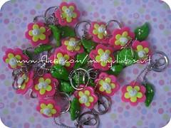... flores ... (Alane  maria julia biscuit) Tags: cute folhas branco handmade flor rosa amarelo biscuit strass chaveiros porcelanafria