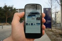 Google Nexus S Seitenansicht vor der o2 Zentrale in München
