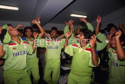 after winning the worldcup-Pakistan vs England MCG final WC 1992