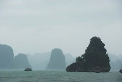 Raining (Melinda ^..^) Tags: cruise sea storm water rain dark hills vietnam mel thunderstorm melinda raining boattrip halong halongbay   chanmelmel