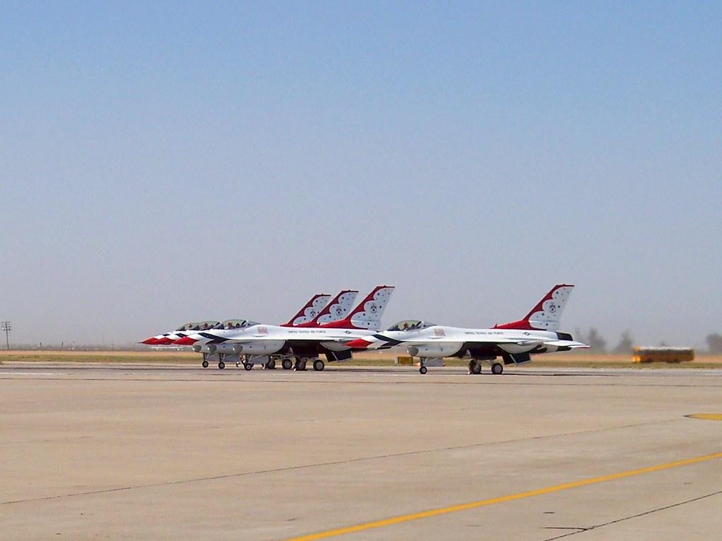 Lockheed Martin F-16C/D Fighting Falcon Thunderbirds #1,2,3,&7