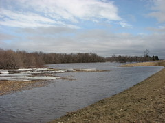 at the blome bridge (pictureapromise) Tags: river spring flooding north northdakota abercrombie redriver dakota 2009 wildrice overland overlandflooding springflooding spring2009 abercrombiedakota