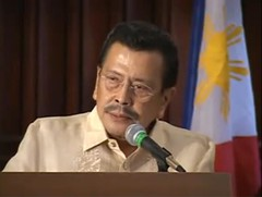 Joseph Estrada delivering a speech at the Univ...