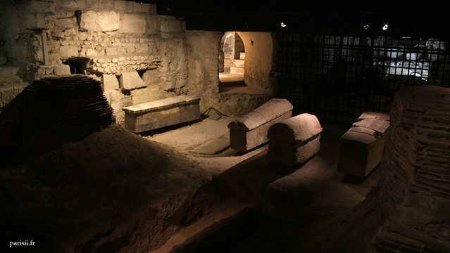 Crypte archéologique, où étaient les sépultures de Saint Denis et ses compagnons de martyr, Rustique et Eleuthère