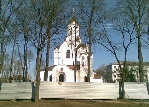 Новая церковь на площади 30 летия победы во Владимире