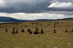 Near the Pingvallavatn (.Cesar.) Tags: lago island iceland islandia paisaje nubes troll montañas monta piedras mojon pingvallavatn montaas