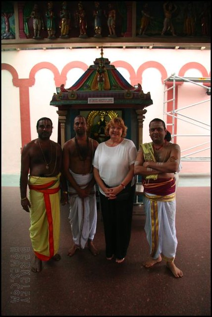 sg_temple_hindu_1_people_ira_carol_02