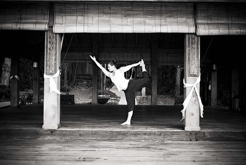 shannon yoga B+W
