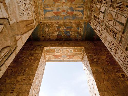 P1040164_Luxor_Ramses3FuneraryTemple_MedinatHabu
