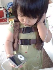 Listening to iPod (Sohyun & Daeshin) Tags: baby home helio heliohome