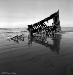 Wreck of the Peter Iredale (Gary L. Quay) Tags: astoria water oregoncoast pacificnorthwest oregon ocean hasselblad delta100professionaldp100 garylquay garyquay peter iredale ilford film darkroom carlzeiss