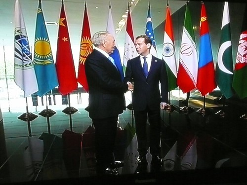 Medvedev and Nazarbayev shake hands.
