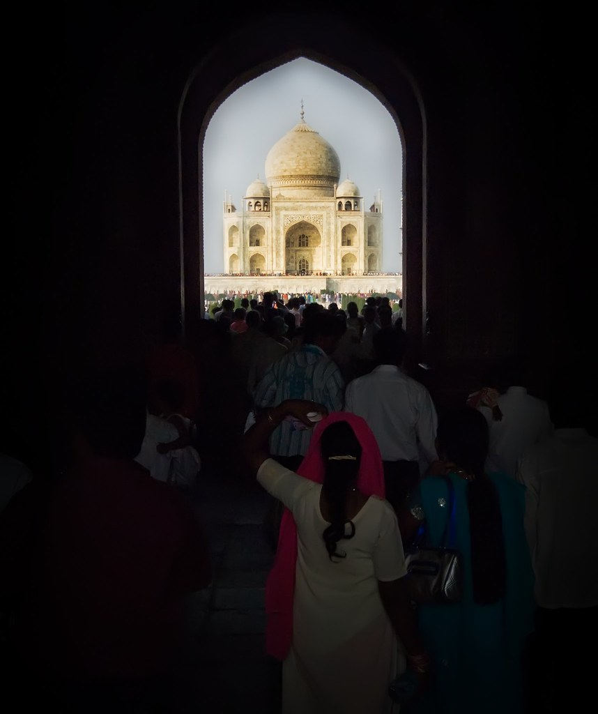 Approaching the Taj (by Stuck in Customs)