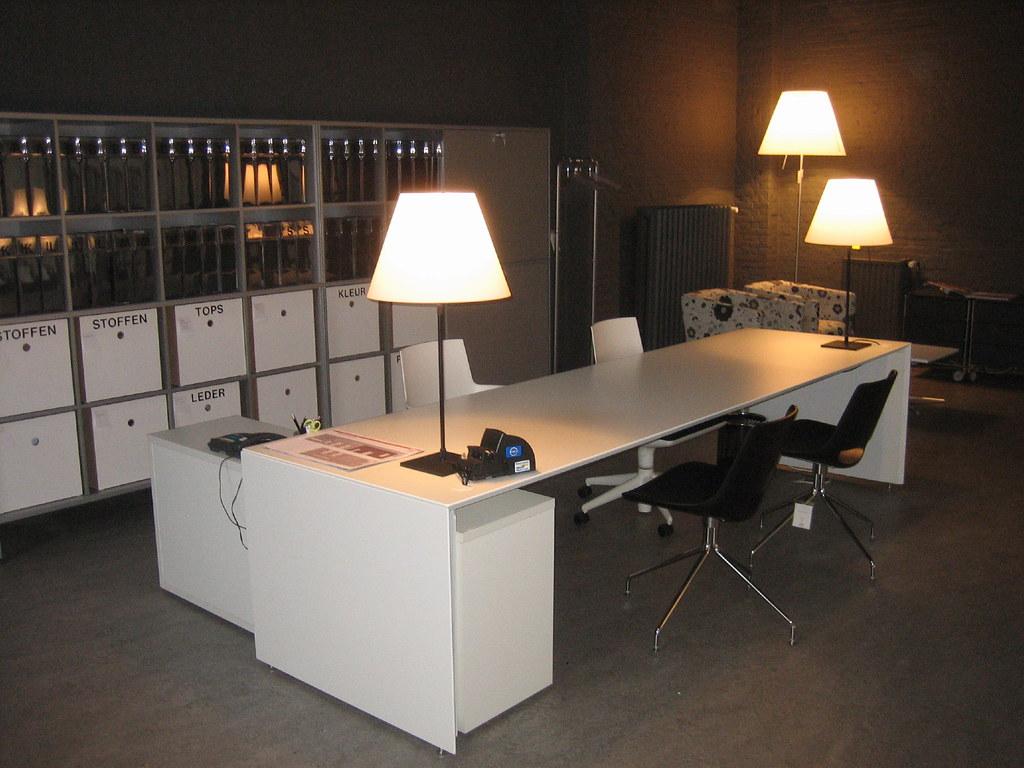 vergadertafel met lampen burovorm tags design office bureau showroom kantoor lampen verlichting buro