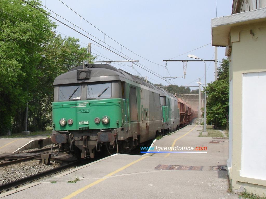 Train de bauxite tracté par deux locomotives BB 67400 FRET de Nevers