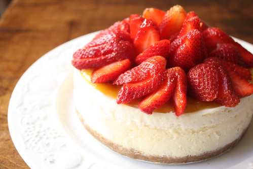 Cheesecake with Mango Puree and Strawberries